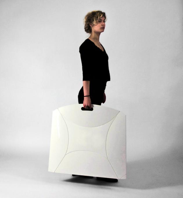 Необычные складные стулья.