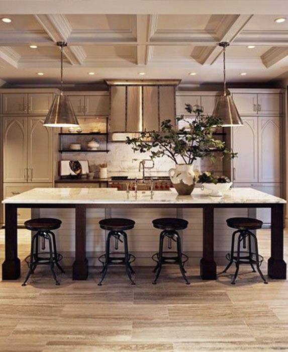 Кухня, оформленная в цвете Жареный Миндаль.