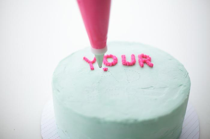 Надпись на торте.