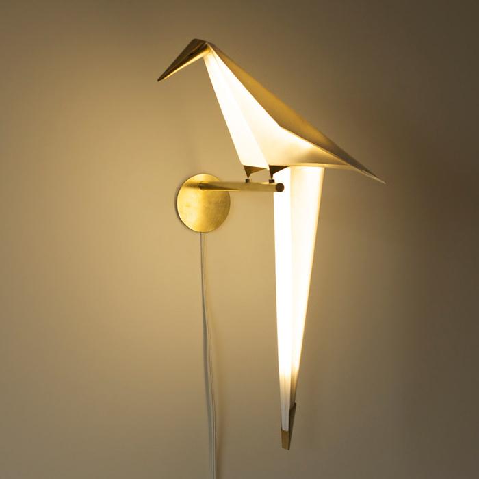 Светильник в виде птицы.
