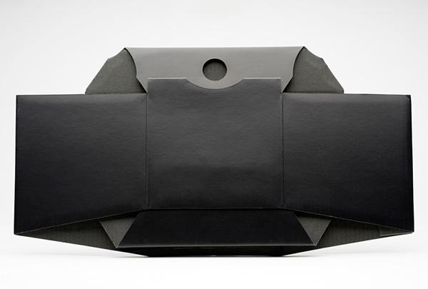 Компактный складной столик для ноутбука.