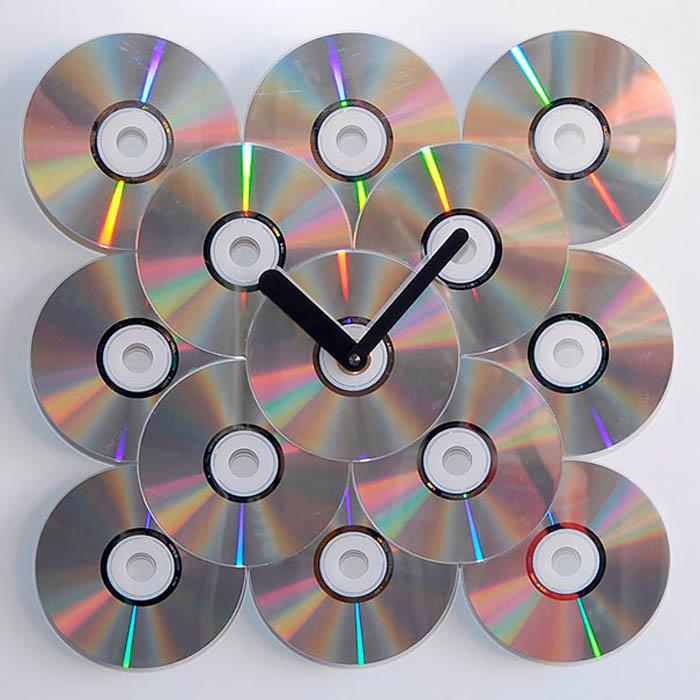 Оригинальные часы из дисков.