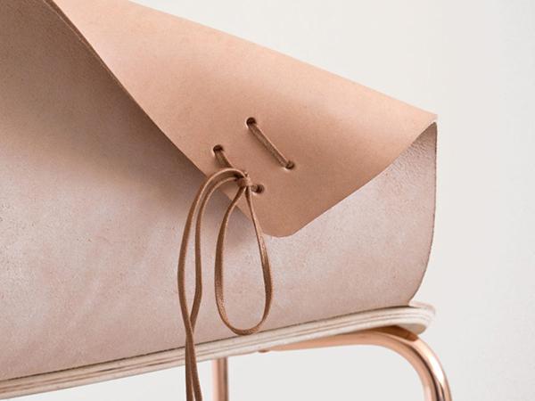 Кресло, позволяющее регулировать размер подлокотников и спинки.