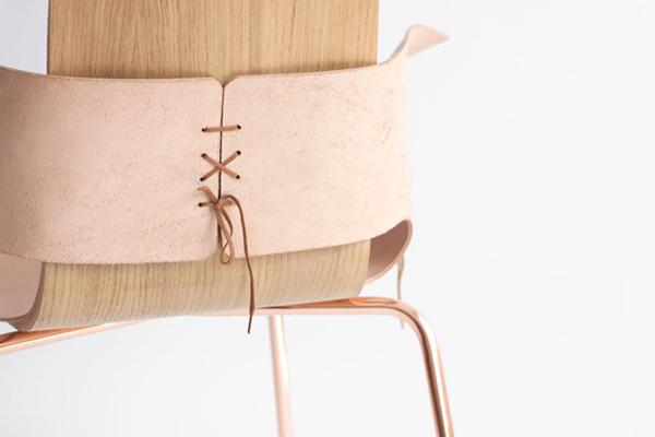 Кресло из тонкой кожи.