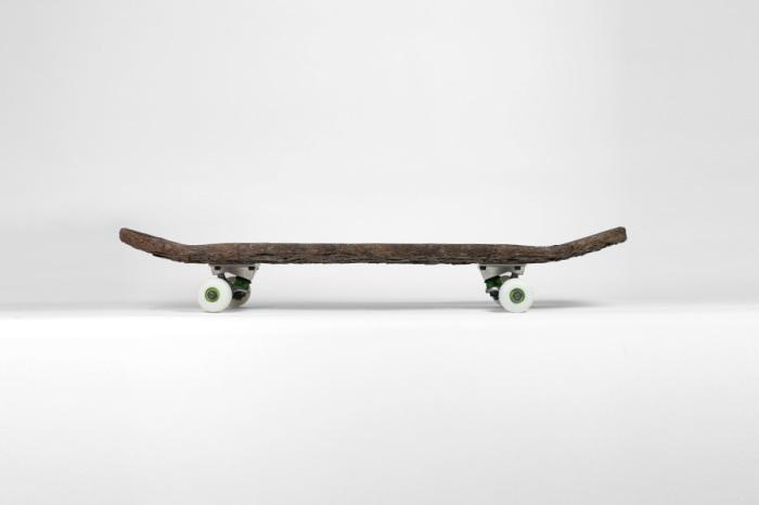 Скейтборд из куска коры.