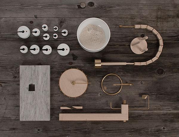 Оригинальные весы из латуни, дерева, фарфора и мрамора.