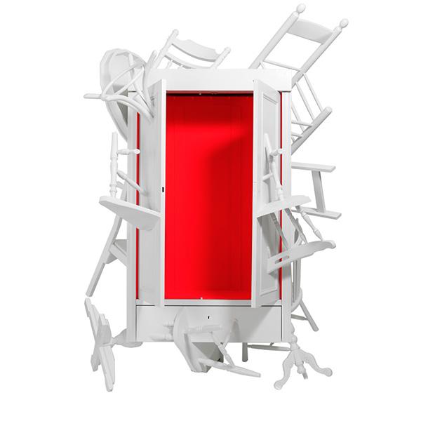 Платяной шкаф из остатков мебели.