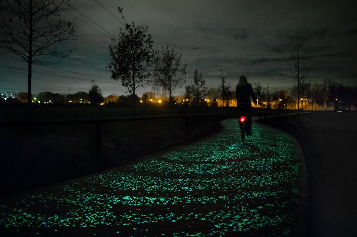 Светящаяся велодорожка, посвященная Ван Гогу.
