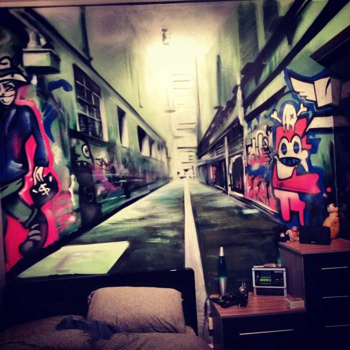 Граффити на стене.