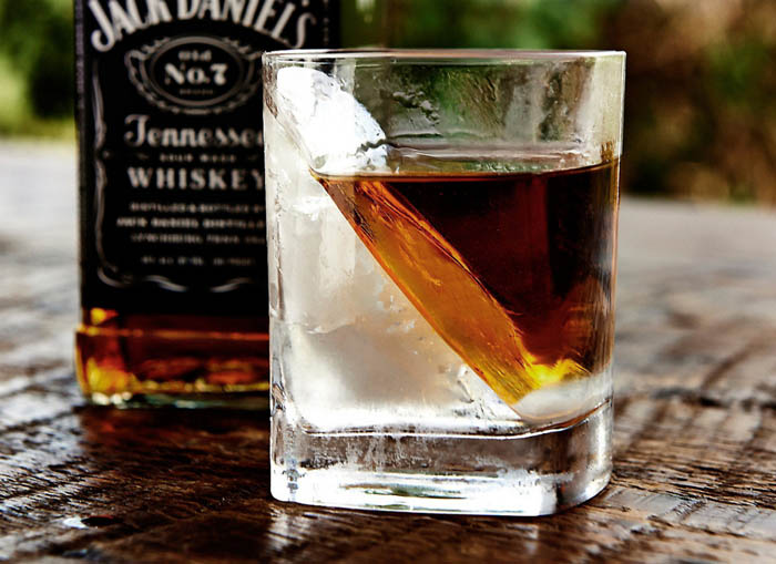 Для виски в котором лед тает дольше