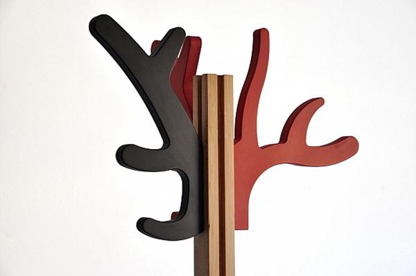 Креативная вешалка от Roberto Paparcone и Inigo Gomez.