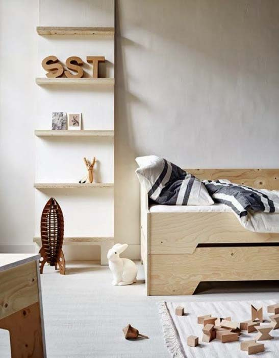 Деревянная мебель в детской комнате.