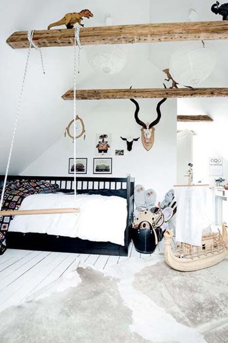 Деревянные балки на потолке.