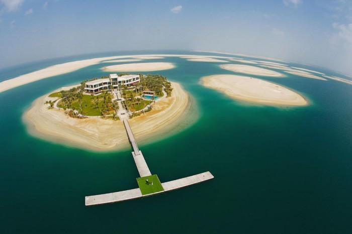 Один из островов в Персидском заливе, ОАЭ.