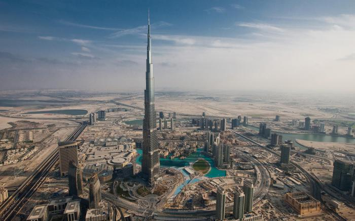Бурдж-Халифа - небоскрёб высотой 828 м в Дубае.