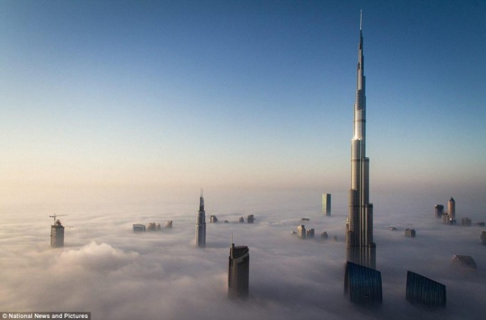 Самое высокое здание в мире - Burj Khalifa.