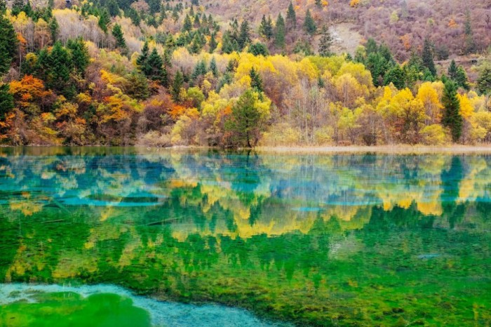 Озеро Пять цветов, Китай.