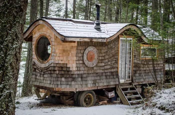 Необычный дизайн домика на колесах.