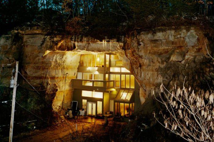 Роскошный дом в скале.