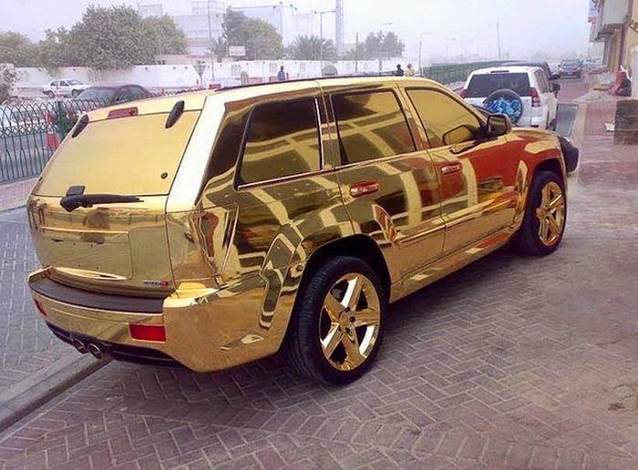 Золотой JEEP SRT8.