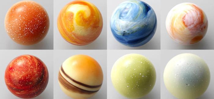 Конфеты в виде планет.