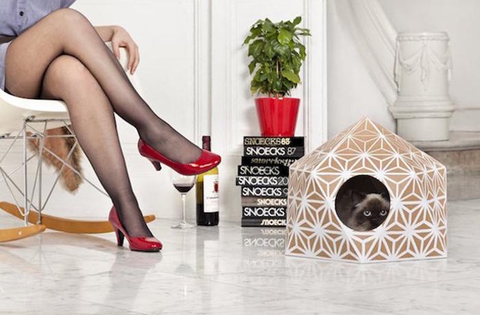 Кошачий домик - функциональный и стильный предмет интерьера.