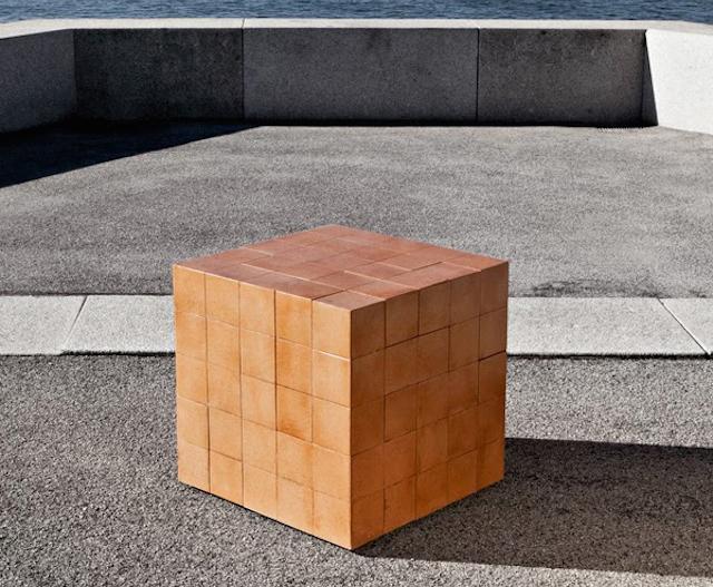 Оригинальный стол-головоломка от Alberto Dias Ribeiro.