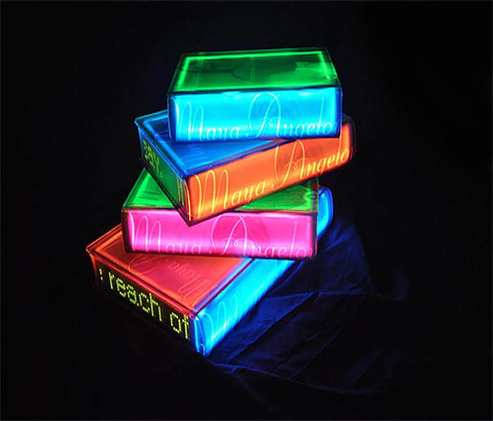 Светящиеся книги от южнокорейского художника.