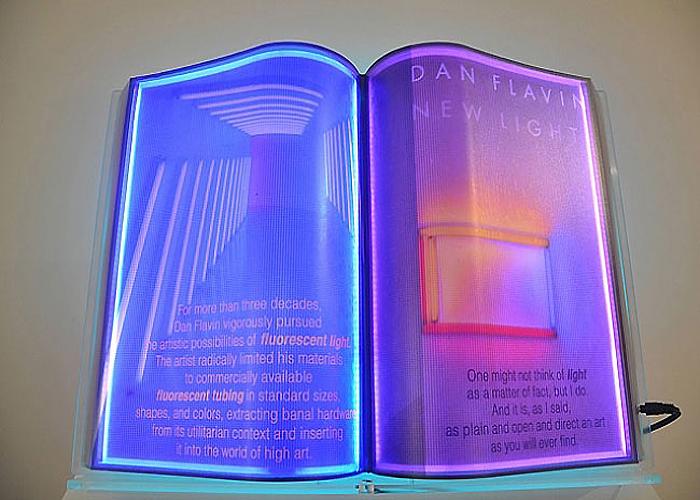 Светящиеся страницы в неоновых книгах от Airan Kang.