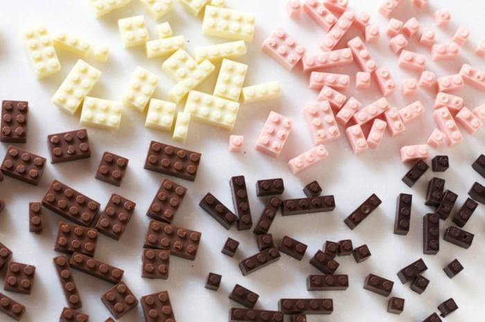 Конфеты в виде кирпичиков конструктора Lego.