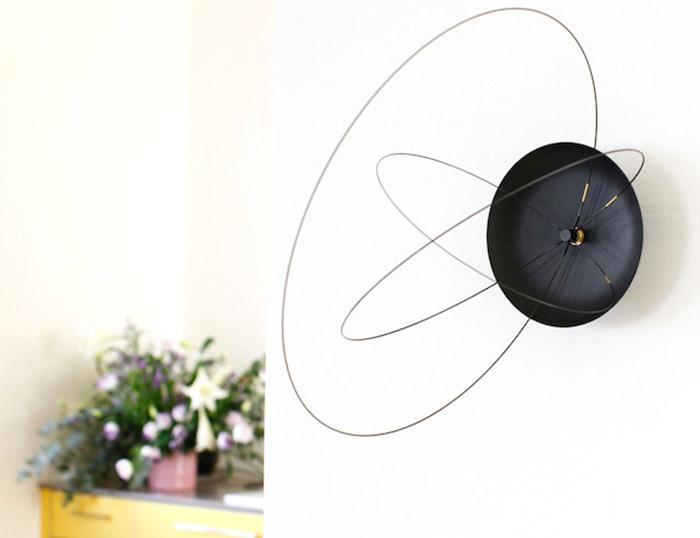 Необычные настенные часы от студии Ve.