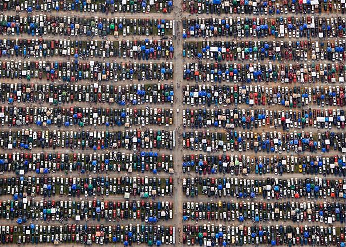 Автомобильная парковка на фото Алекса Маклина (Alex McLean).
