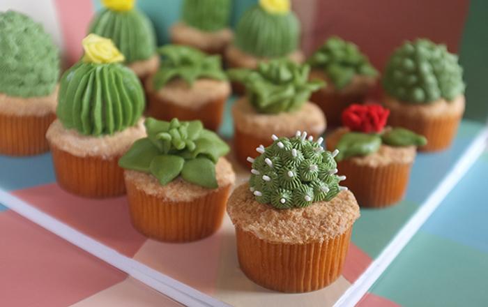 Забавные кексы в виде мини-кактусов.