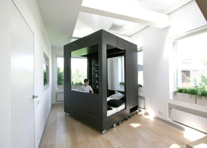 Комната-трансформер с многофункциональной мебелью.