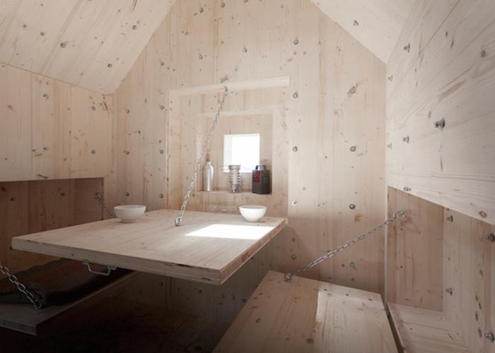 Деревянный домик в камне от Bureau A.
