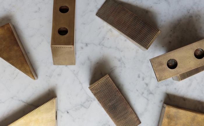 Оригинальные треугольные подсвечники от американской дизайн-студии.