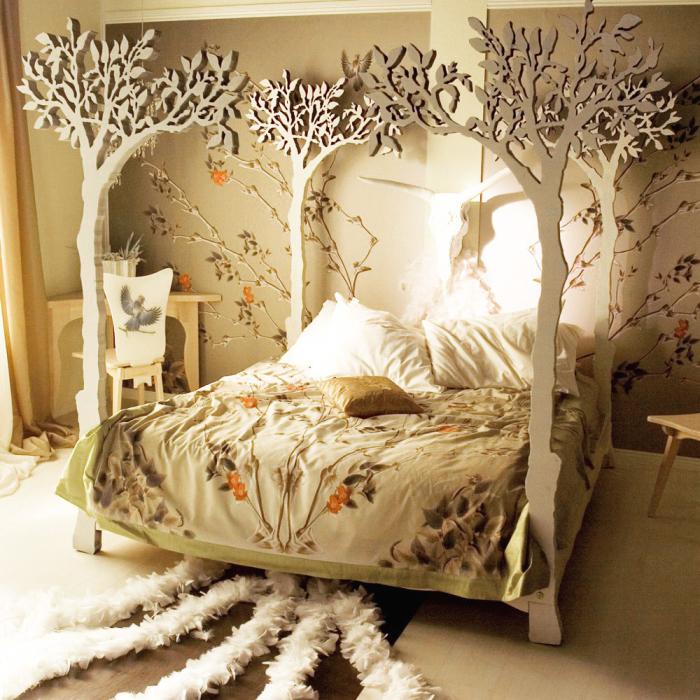Кровать словно из сказочного леса.