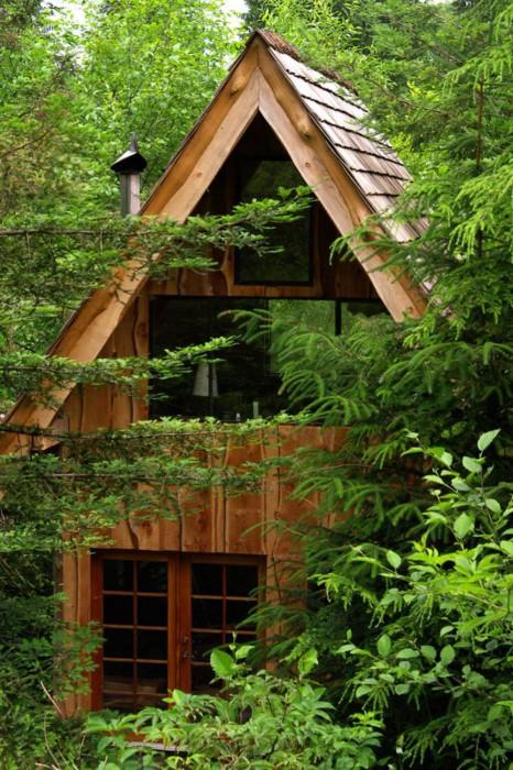 Уютный деревянный дом в японском стиле.