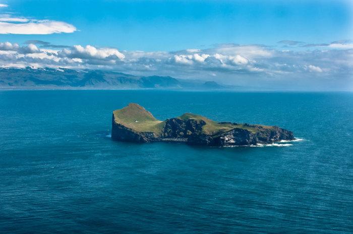 Одинокий дом на одной из исландских островов.