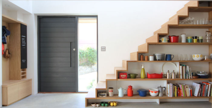 Оригинальная лестница-стеллаж в скандинавском стиле.