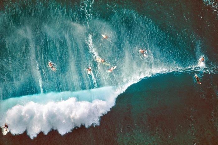 Серферы на Гавайях. Автор - Алекс Маклин (Alex McLean).