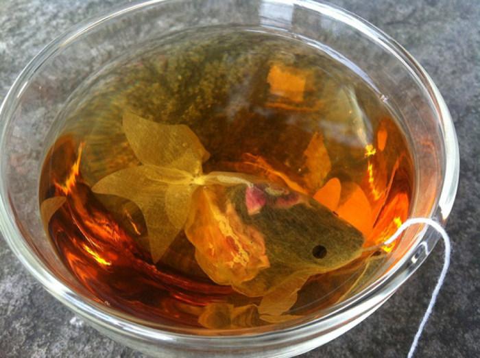 Чайный пакетик в форме золотой рыбки от Charm Villa.