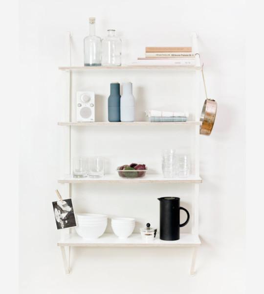 Стильный стеллаж - прекрасное дополнительное место для хранения мелких вещей и книг.
