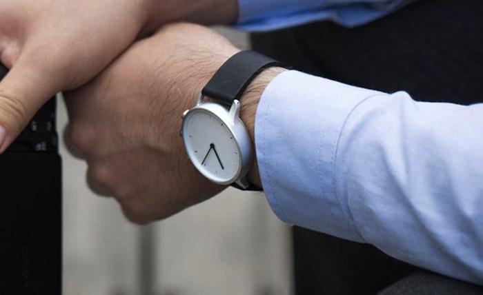 Nevo - наручные часы со светодиодами на циферблате.