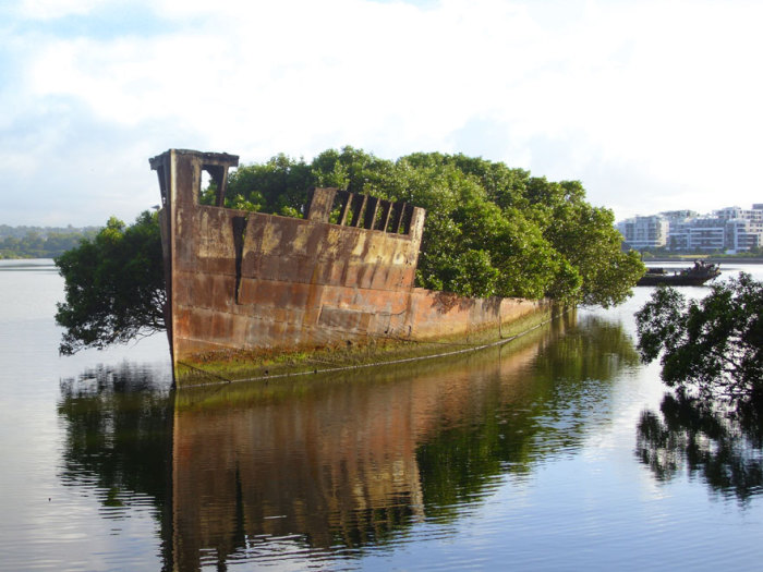 Заброшенный 102-летний корабль в Сиднее, Австралия.