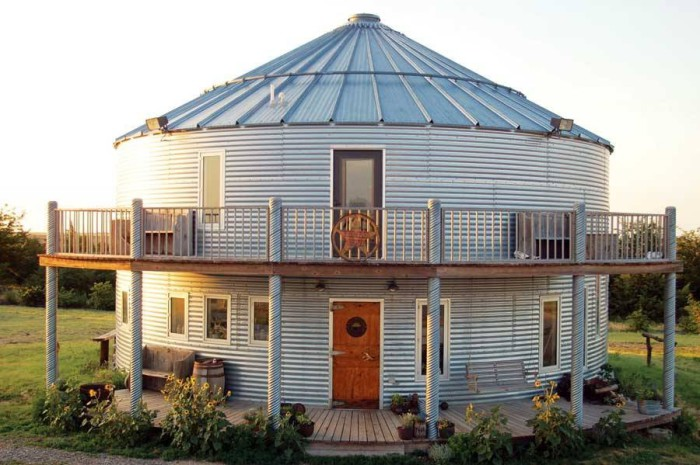 Просторный дом в зернохранилище.
