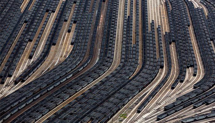 Вагоны угля на железнодорожной развязке в Норфолке, Вирджиния.
