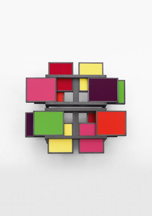 Столик с шестью выдвижными ящиками от Hexa Table.