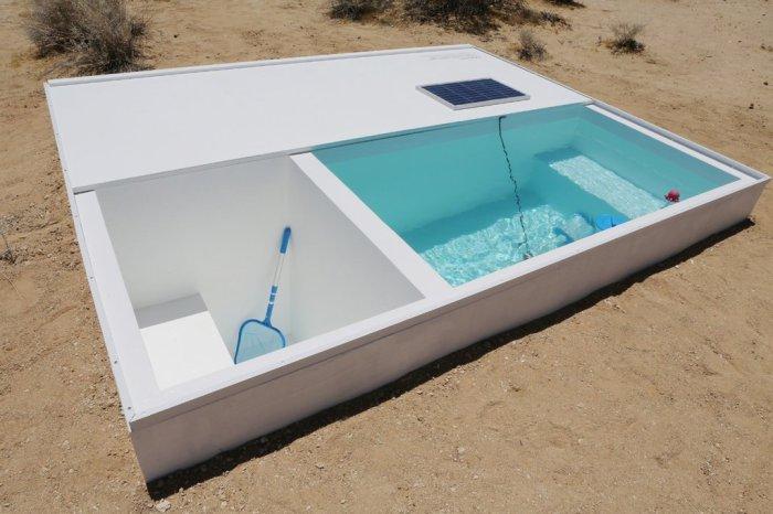 Бассейн, спрятанный среди песков пустыни.