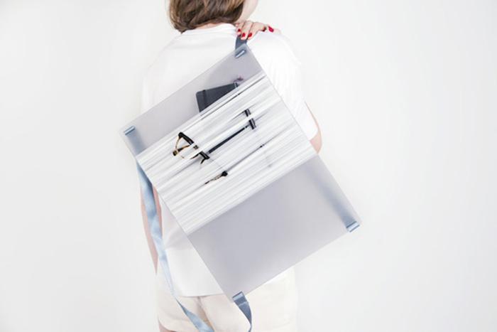 Полупрозрачная сумочка от голландского дизайнера.